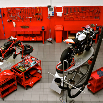 Smoke extraction systems for vehicles in garages and emergency stations